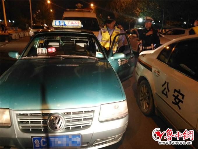 临淄交警锲而不舍三个月 查扣套牌出租车