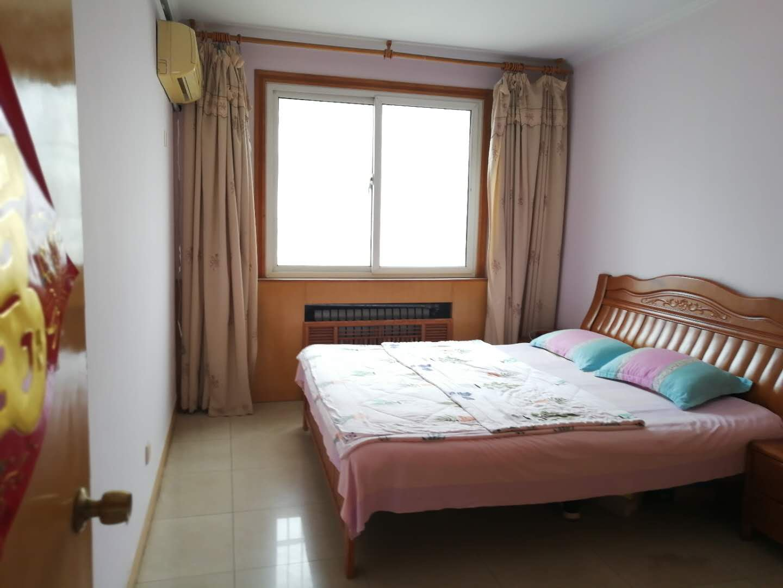 鸿翔花园4楼 2室2厅 90平 82万 证满五 2009年房